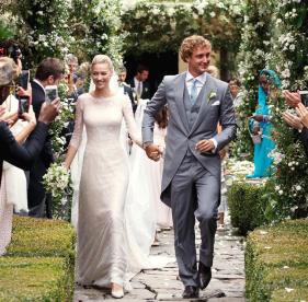 Due cerimonie per un #matrimonio, un #abito #nuziale #fiabesco e altri quattro abiti da #sogno...tutto questo è solo la cornice di un #amore #bellissimo...#Beatrice #Borromeo & #Pierre #Casiraghi #armani #privè #love #wedding #dress new #post now on www.robyzlfashionblog.com